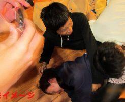 【ヤリサー】貞操観念の低すぎる大学生さん 男女6人が見つめる中フェラしてしまうw ※無修正