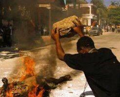 【タイヤネックレス】リンチして火を付けて 法律なんて関係無い!市民による犯罪者への怒りのモブジャスティス