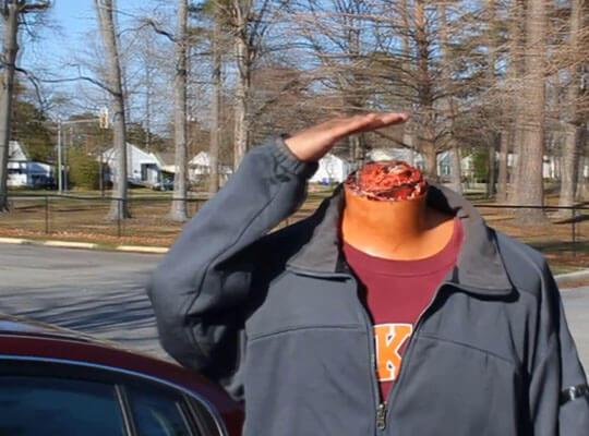 【グロ動画】トラックとバイクが衝突した事故 ライダーの首が綺麗に切断される・・・
