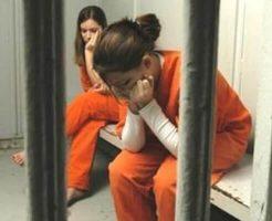 【衝撃】気に食わない奴は殴る蹴るのリンチ 男子禁制の女子刑務所内映像