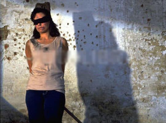 【閲覧注意】実の妹をマシンガンでハチの巣にして殺害する闇深過ぎる映像がこちら・・・