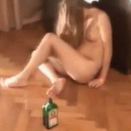 【全裸注意】奇行種かな? 飲みまくって泥酔したギャルさん もうめちゃくちゃwww