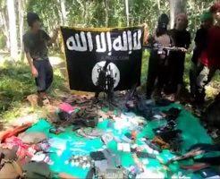 【閲覧注意】戦意を喪失した兵士を拘束し斬首処刑していくイスラム過激派組織