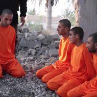 【isis】次はお前! 目の前で仲間が斬首処刑 血飛沫浴びながら怯える三人の捕虜・・・