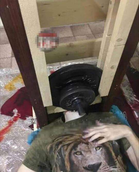 自作ギロチンで自殺した少年