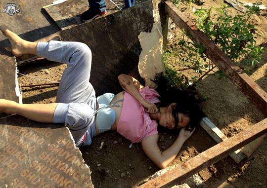 女性飛び降り自殺死体