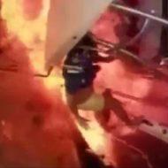 船が大爆発で船員が吹き飛ぶ、爆風に巻き込まれる一部始終が怖い…