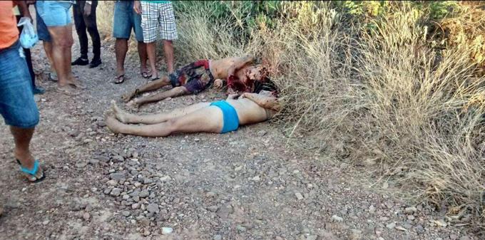 誘拐→銃殺され、死体になってもセクシーな美人お母さんととその息子