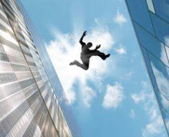 無理心中か?子どもを高所からブン投げ→自殺しようと男も飛び降りる一部始終