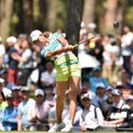 ゴルフの観覧客は常に死と隣り合わせってマジ!?まんさんゴルファーに狙われた(?)女性の災難
