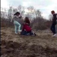 ほーらみんな大好きな女のいじめ動画だよ~。凄惨なリンチを受けてピクリとも動かなくなる少女・・・【おそロシア】