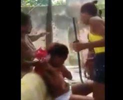 女のいじめ(物理)シリーズ!おっぱい丸出しの若い女をリンチする3人の女ども…