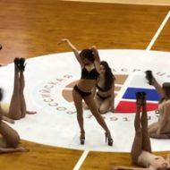 ロシア人「バスケの試合を観にきたはずが、いつのまにかストリップショーを観ていた。何を言っているのかわからねーと思うが…」