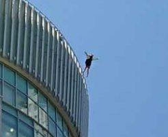 【動画】大阪の梅田大丸で若い女性が飛び降り自殺か?SNSで拡散されてしまう…
