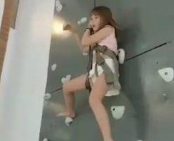 JSかJCくらいの可愛い女の子がボルダリングの事故で死ぬ瞬間・・・