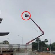 こっわ!人が乗った超大型クレーンが倒れそうで、倒れなくて…結局倒れちゃう衝撃のタマヒュン動画!!