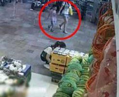 若いお母さんの眼の前で幼い子どもがつぶされて死ぬというショッキングな事故を監視カメラが鮮明にとらえていた・・・