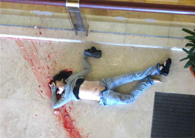 飛び降り自殺して顔面が真っ二つに裂けた女性の死体…鑑識にまわされた全裸写真も流出!※閲覧注意