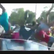 DQNドライバー「道のド真ん中でケンカしてんじゃねー!」→車でひき逃げする様子を捉えたドラレコ映像