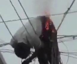電柱の上で生きたまま腹部を焼かれてる男が生き地獄すぎるんだが