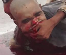 ISISの処刑映像が流出!三人を斬首して大量に血が溢れ出る…