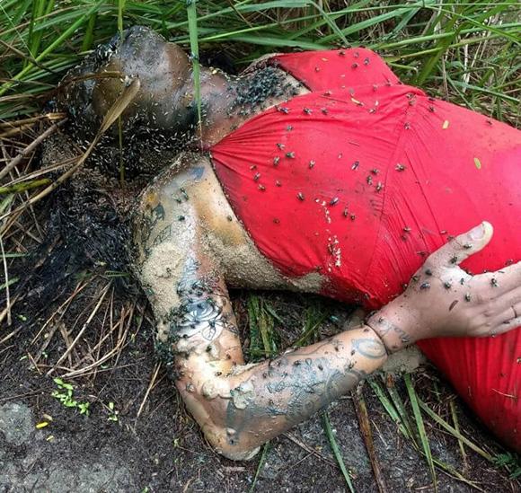 死体で見つかった女性、体中からハエが湧き出てている悲惨な状態で見つかる…