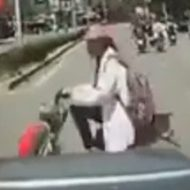 どっちが悪い?轢いた車と轢かれたバイクの女の子