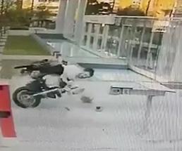 ノーヘルでバイク事故を起こした瞬間…やっぱりヘルメットって大事なんだなぁ…