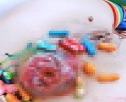 こんなハロウィンがあってたまるかw女の拡張済みケツ穴にキャンディぶち込んでグチャグチャw