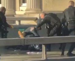 イギリス・ロンドン橋で起きたテロ事件で犯人が射殺される瞬間…