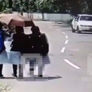 三人で仲良く歩いていた女の子が車に吹っ飛ばされる様子がまるで映画のワンシーン…