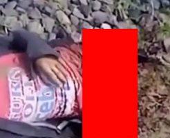 電車に轢かれて太ももの付け根から切断されてしまった男性…※動画は古め