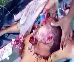 【閲覧注意】死体の首を切断してカメラにピースする男たち