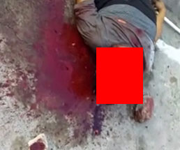 男達にボコボコにされ道路で死にかけている男性の顔面が…