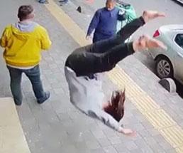 16歳の女の子が飛び降り自殺…後頭部から地面に叩きつけられてる