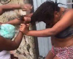 娘が母親に髪の毛を鷲掴みにされて引っ叩かれるw