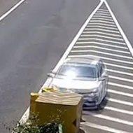 女性の素人運転手が高速を走った結果、なんでそうなるのって事故にw