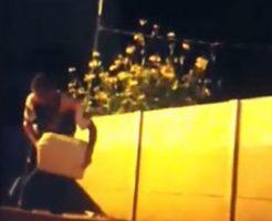 自身と周辺にガソリンを撒き焼身自殺を図る男性の一部始終