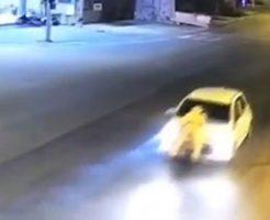 交通事故を起こした車を止めるためにボンネットにしがみつき続ける警察がすげぇw