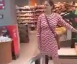 スーパーにやって来た女性たち、マスクの代用品がヤバすぎると話題にw