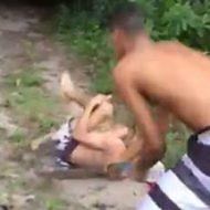 一人の若者を一斉に袋叩きにする男たちがエグすぎ…