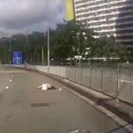 ギリギリで横断報道を渡ろうとした女性がそのままぶつかり吹っ飛んでいく…