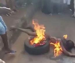 盗みを働いた女性が集団リンチを受け火の中に突っ込まれる…