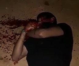 【閲覧注意】拘束された男を手斧とマチェーテで斬首しようとするけど全然できない…