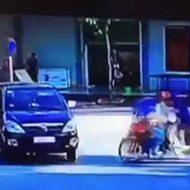 バイク同士の事故から車との事故にも発展するピタゴラスイッチ