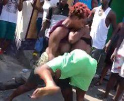 バッチバチに拳を交える女性二人の殴り合いだけどおっぱいに目がいくw