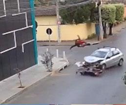 十字路を一時停止せず直進したバイクはこうなるのは必然なんだよなぁ…