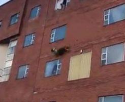 コロナウィルスの陽性反応だった女性が飛び降り自殺…