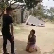 ギャングによって無慈悲に撃ち殺される女の子