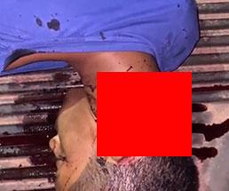 首を半分ほど切断された状態で死んでいる男性が見つかる…